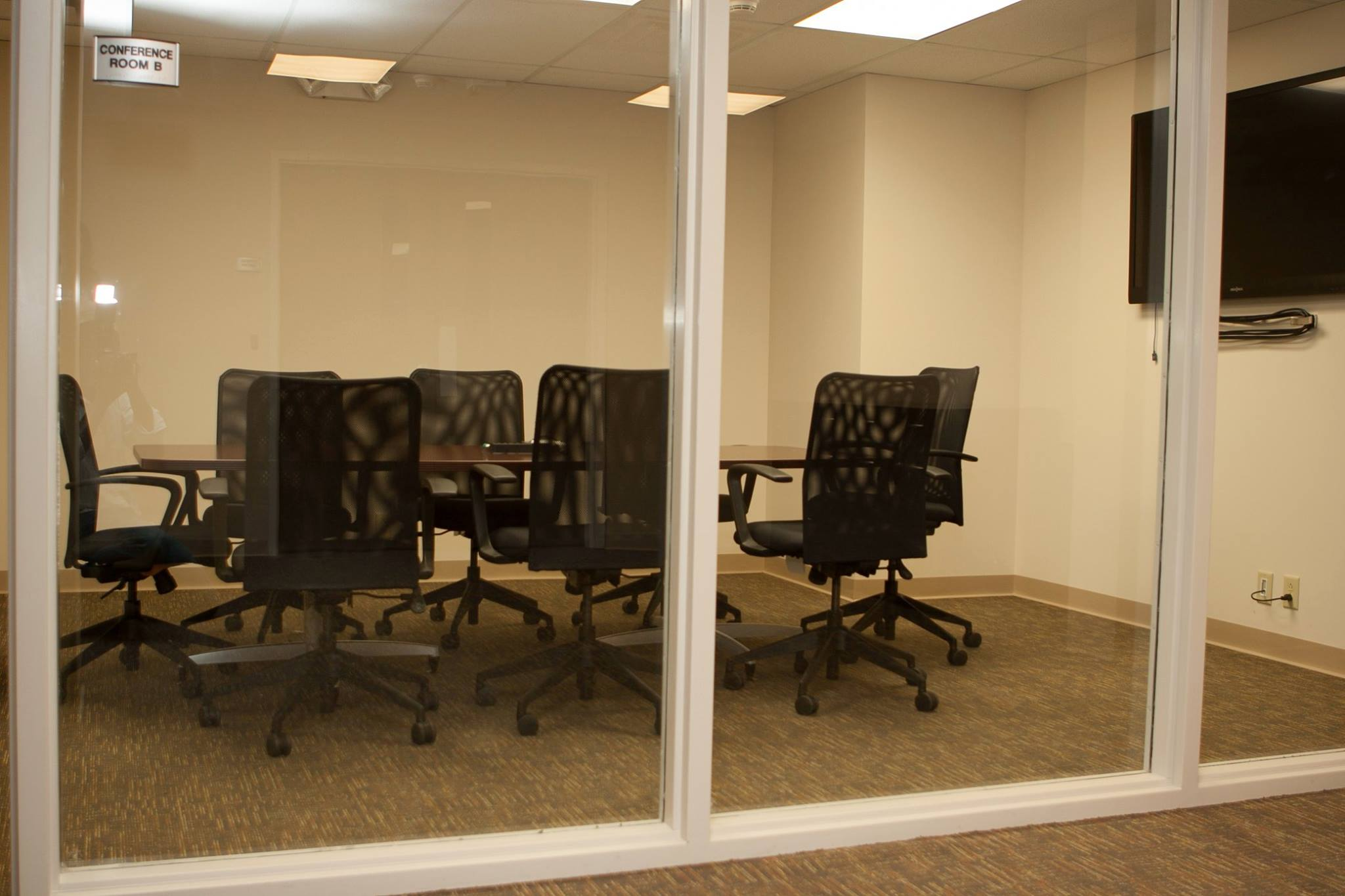 Conference space for rent st louis 63141 centerco office for Small room rental